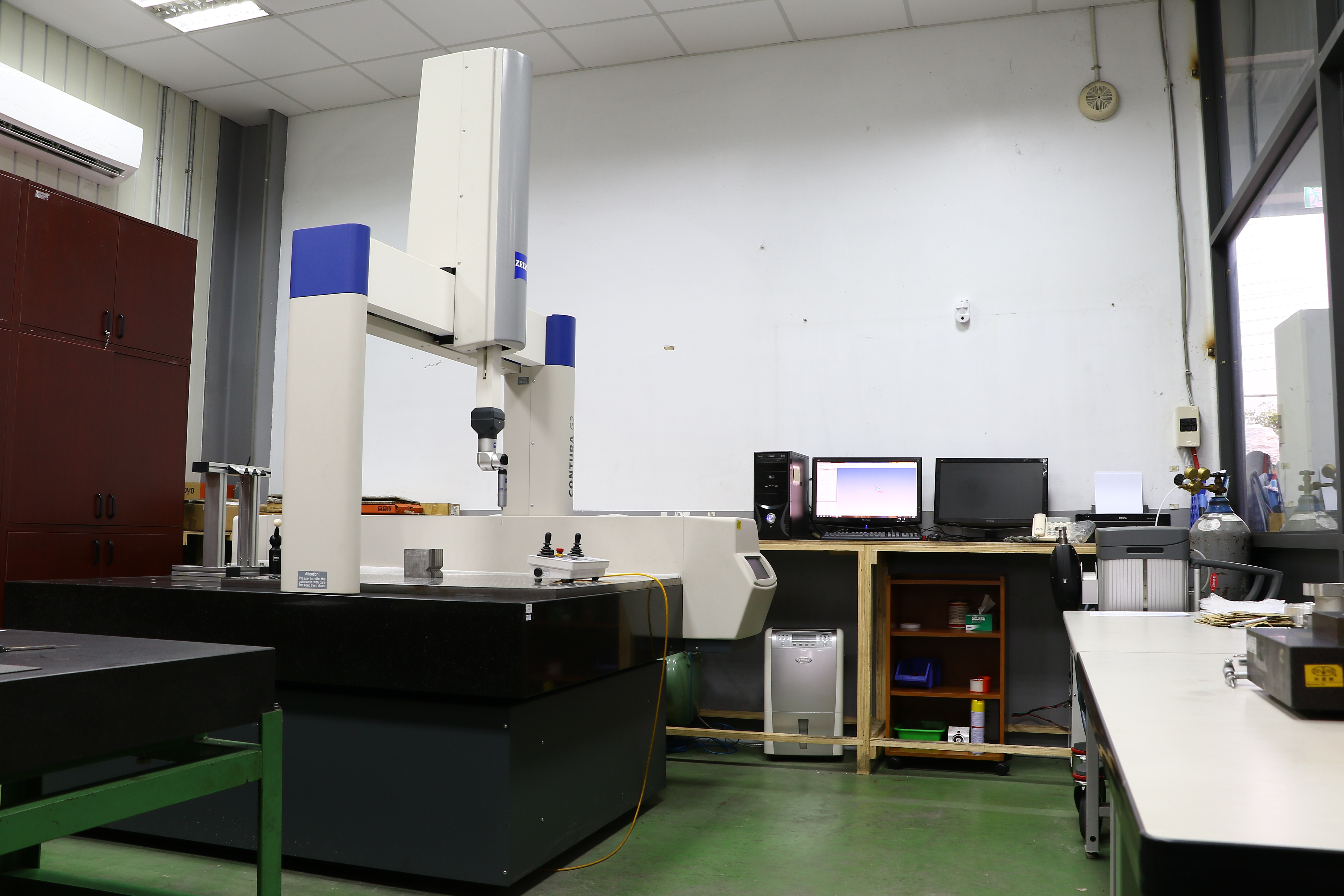 本公司選用德國蔡司三次元量測儀,全天候控制溫濕度。只為提供客戶最佳精度要求的產品。