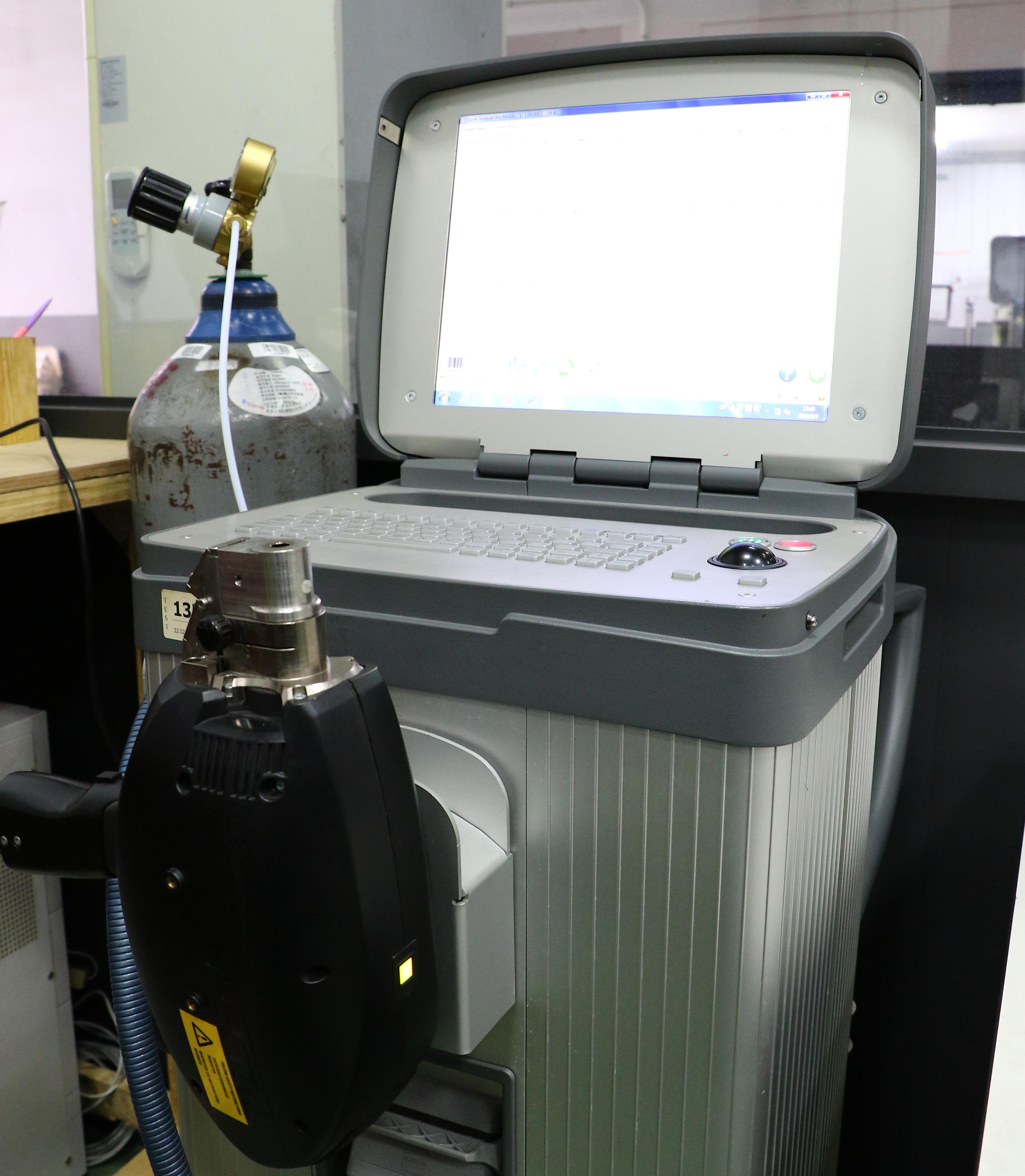 本公司選用德國製分光儀分析及確保材料品質。